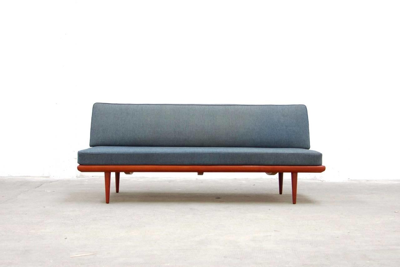 Daybed Couch Case Study Leg