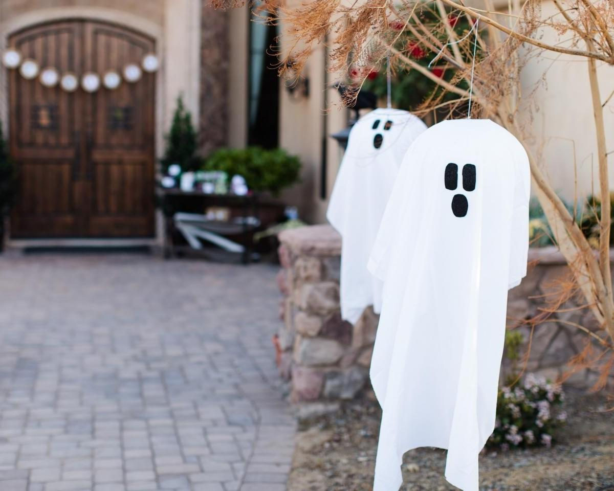 Dazzling Scary Outdoor Halloween Decoration