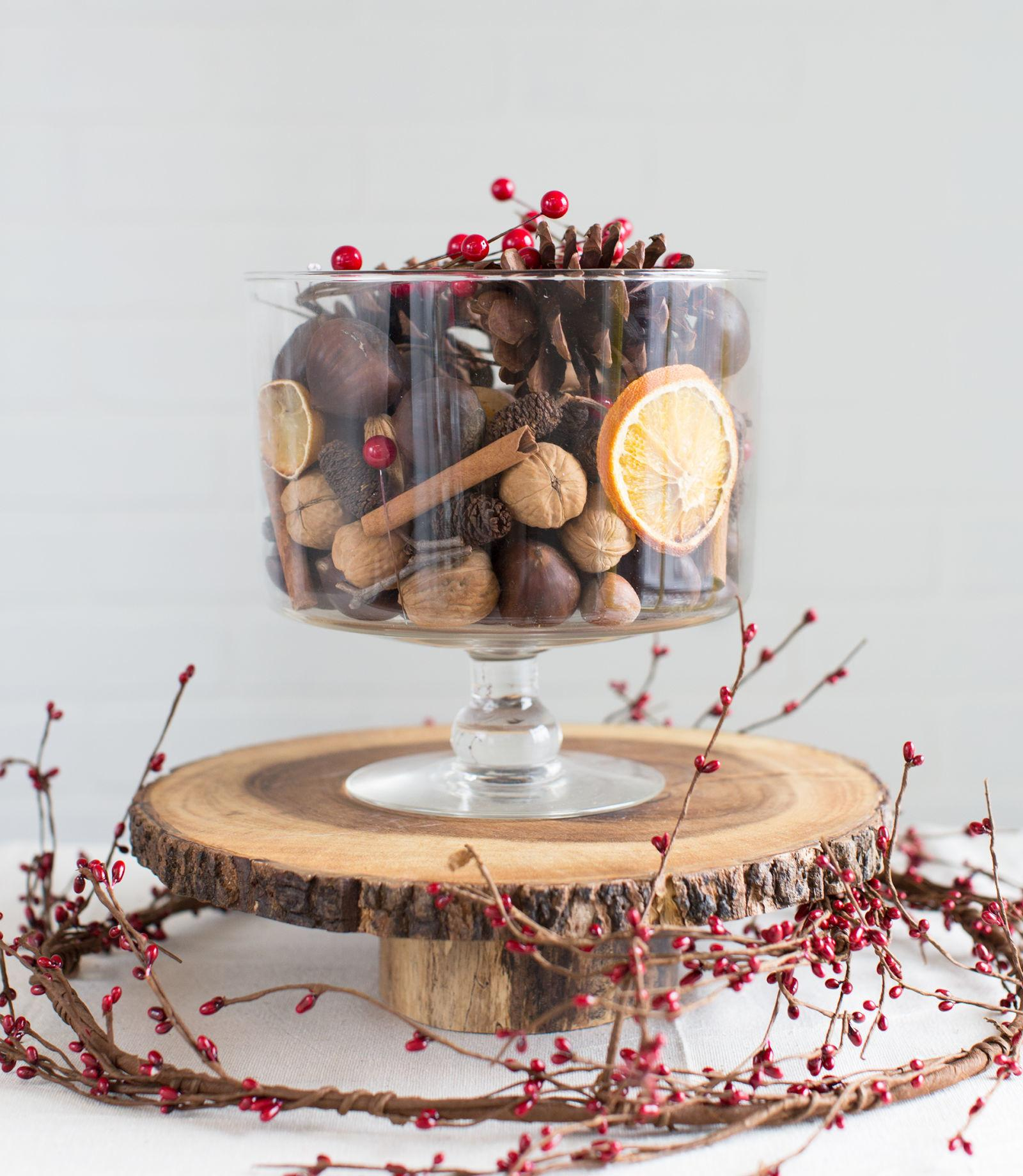 Decorate Tables These Diy Christmas Centerpieces