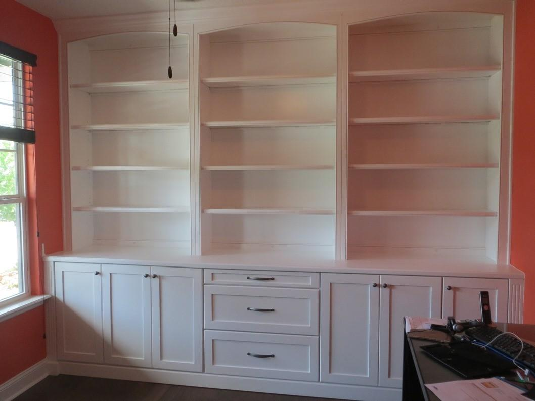 Decorating Built Office Bookshelves