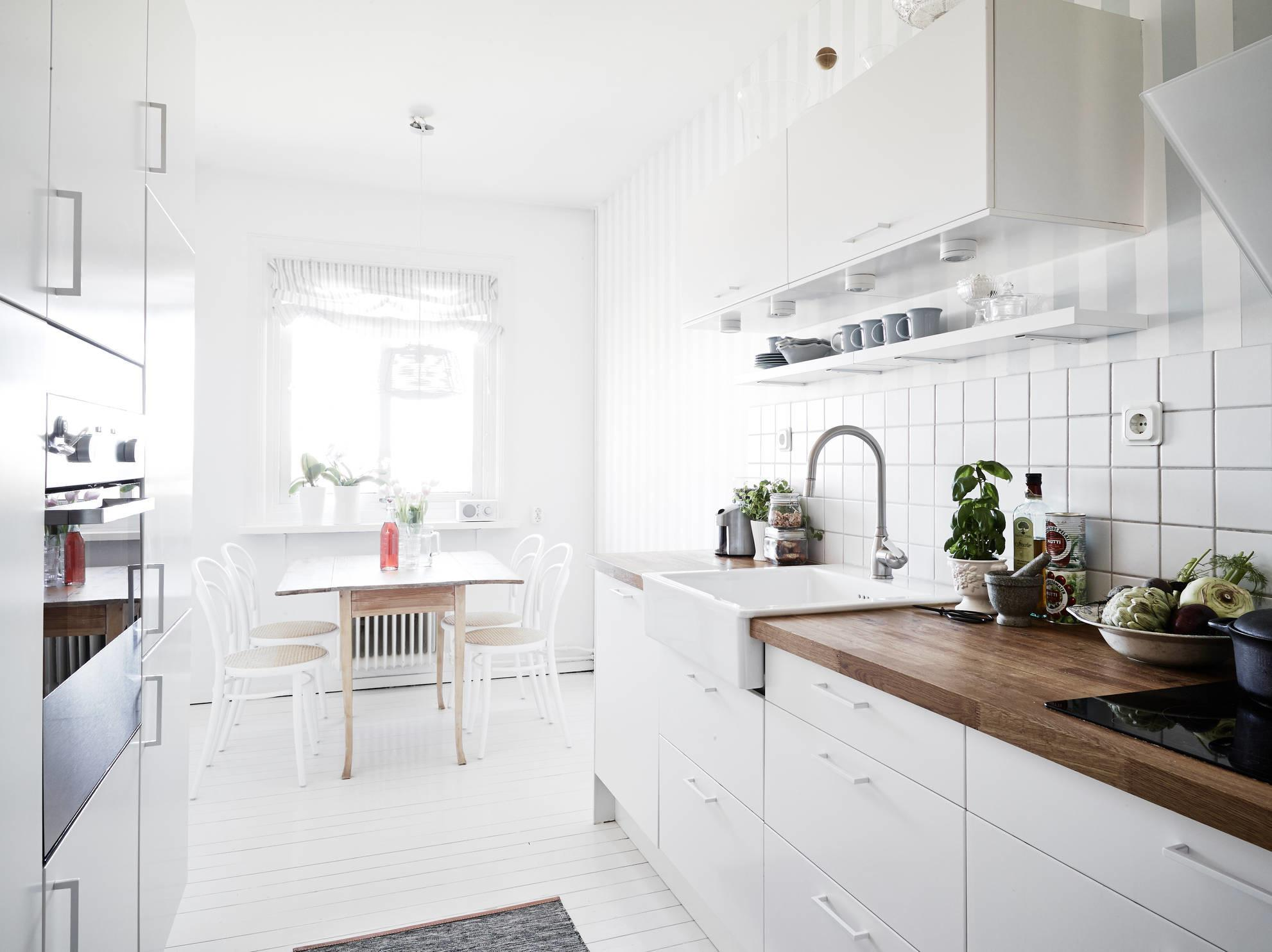 Decordots Bright Light Scandinavian Apartment
