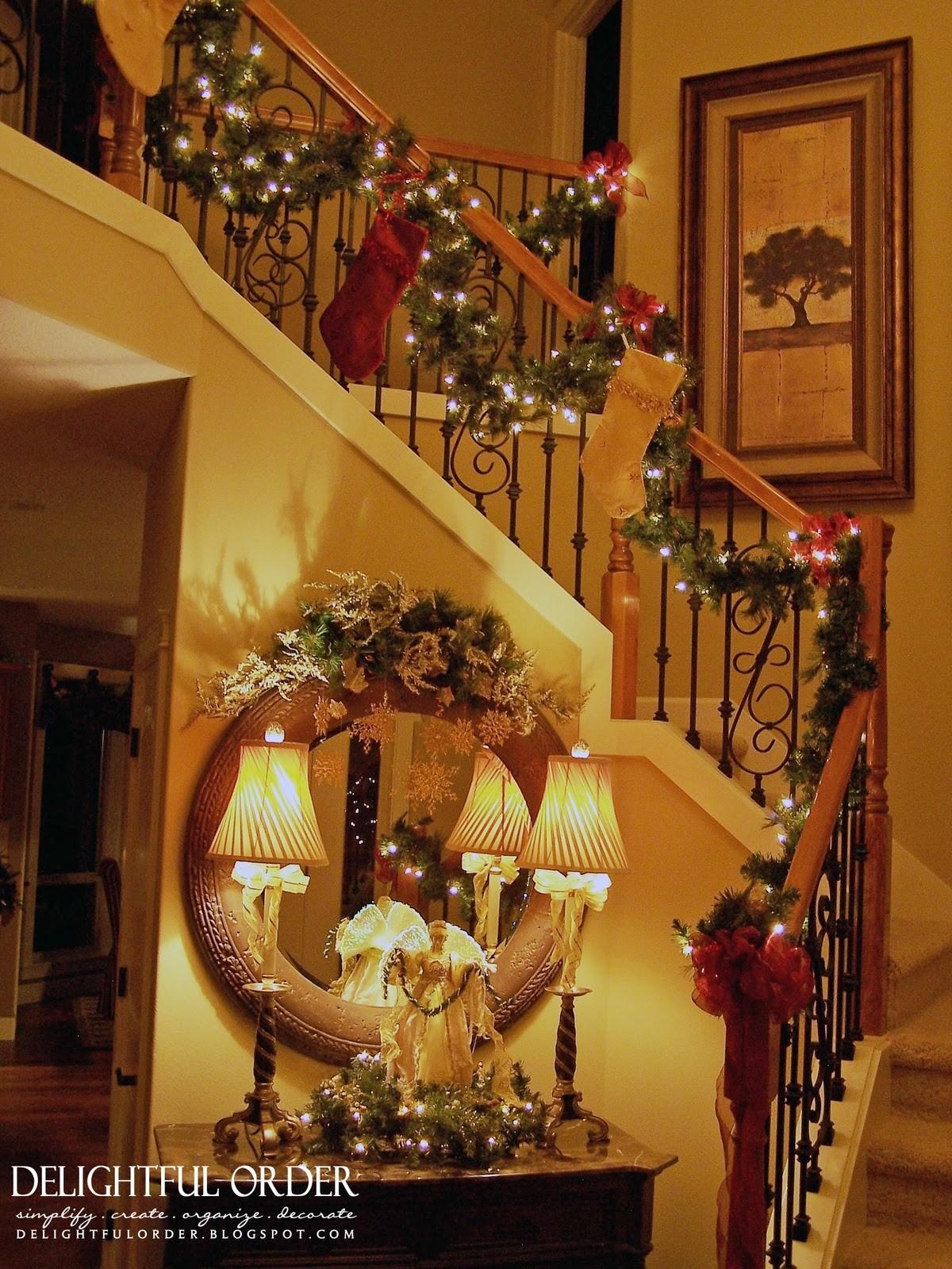 Delightful Order Staircase Christmas Decorating