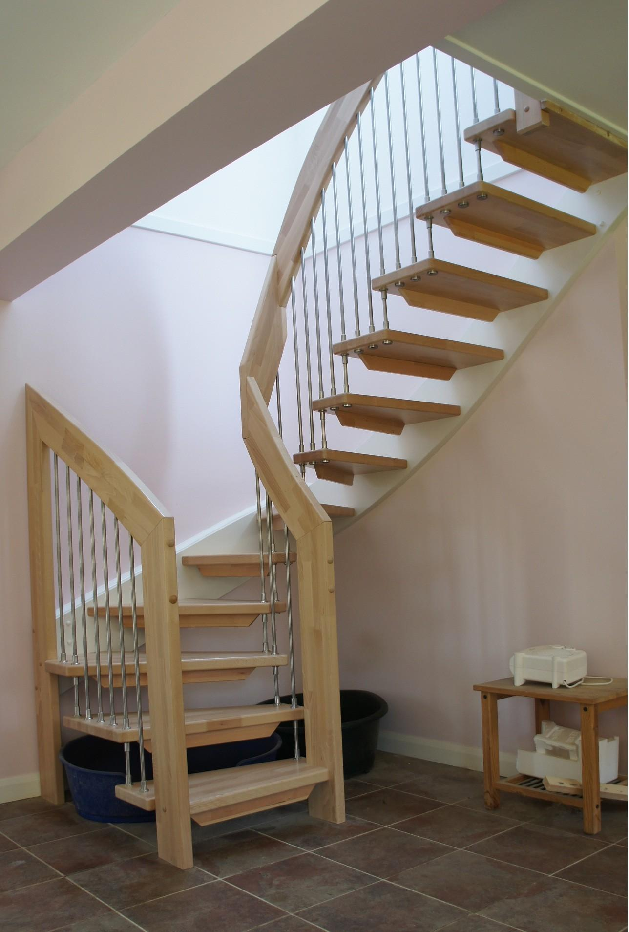 Deluxe Wooden Modern Staircase Simple Iron Pipe