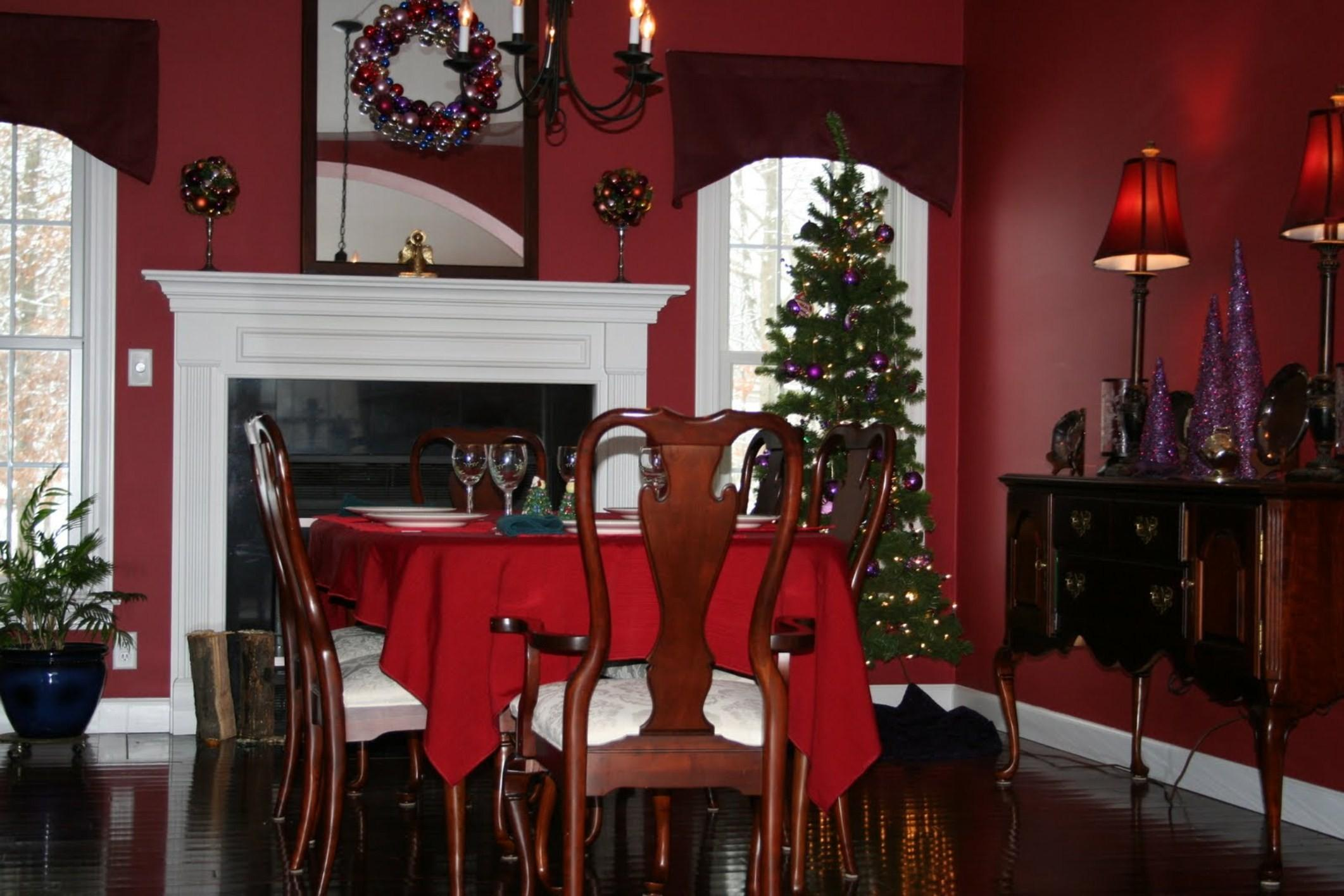 Dining Room Christmas Table Decorations Front