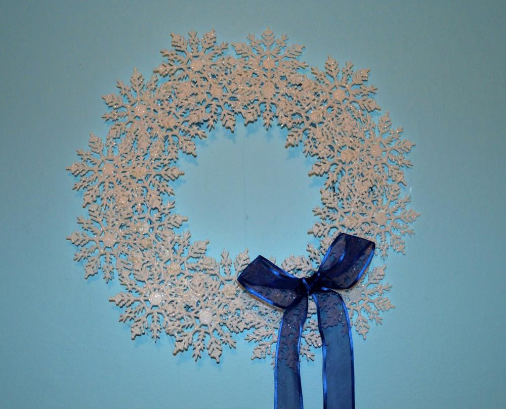 Diy Delicate Snowflake Wreath Allfreeholidaycrafts