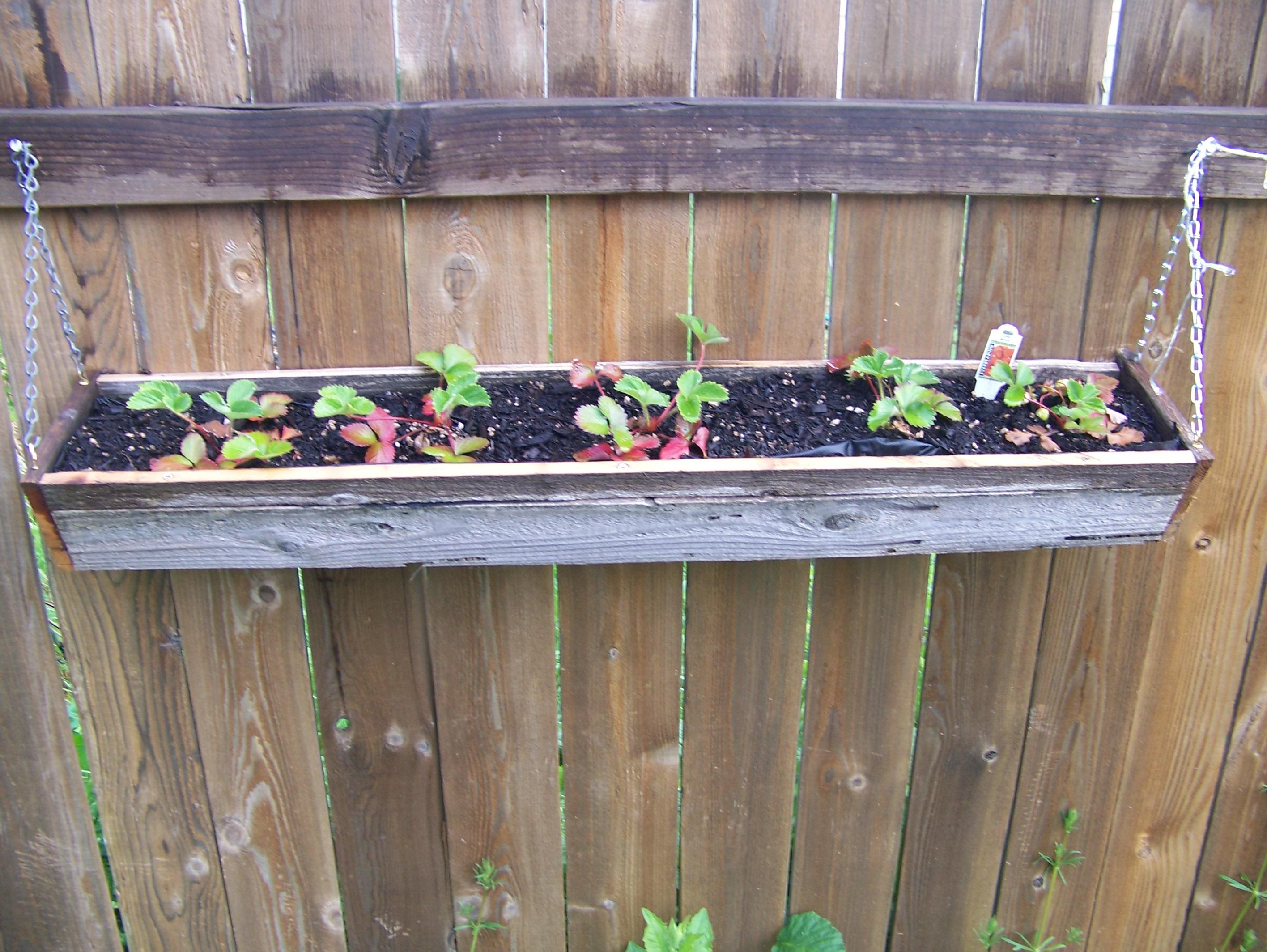 Diy Hanging Reclaimed Wood Planter Boxes Using Recycled