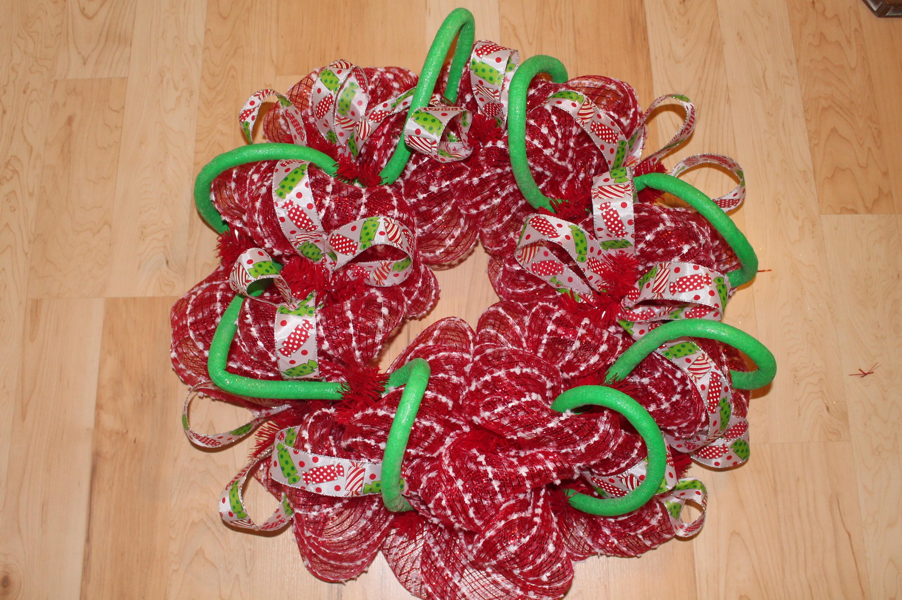 Diy Mesh Holiday Wreath Tutorial Candyland