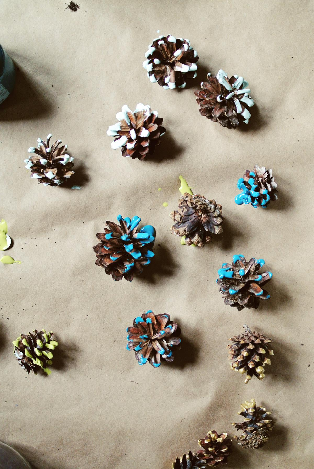 Diy Paint Dipped Pinecone Garland Farm Fresh Therapy