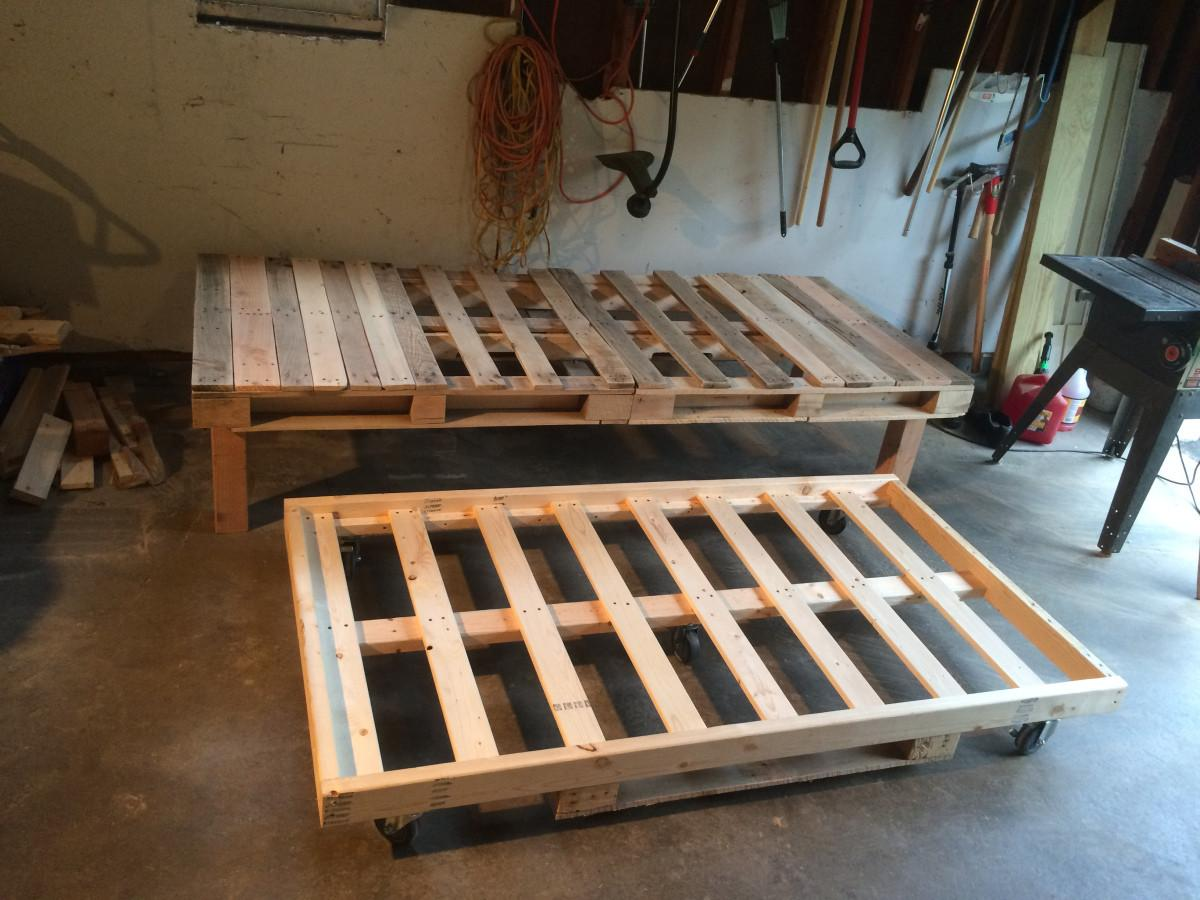Diy Pallet Day Bed Roll Out Trundle Sms Designs Llc