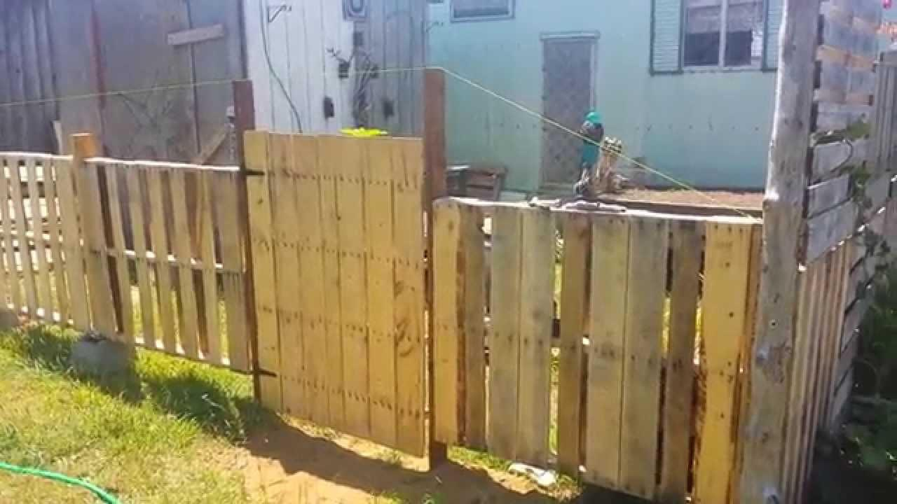 Diy Reclaimed Lumber Pallet Fence