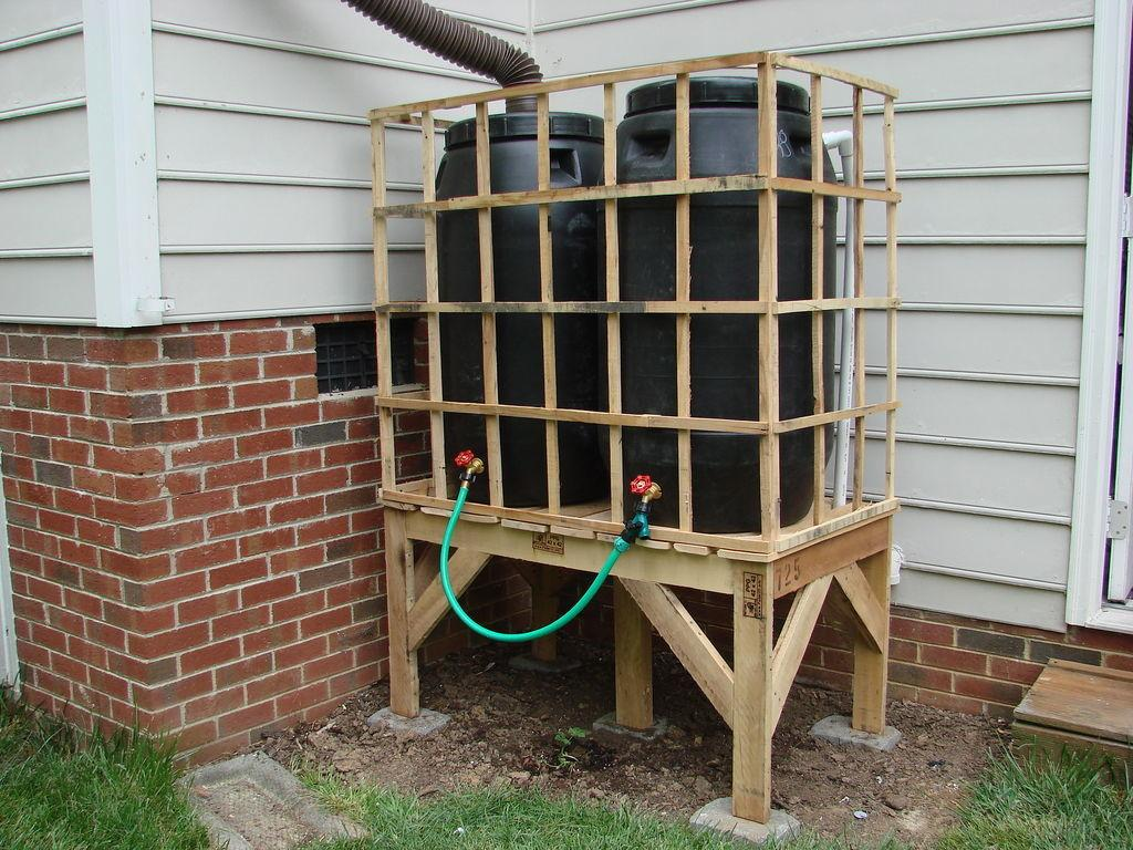 Diy Recycled Pallet Rain Barrel Stand All Natural Good