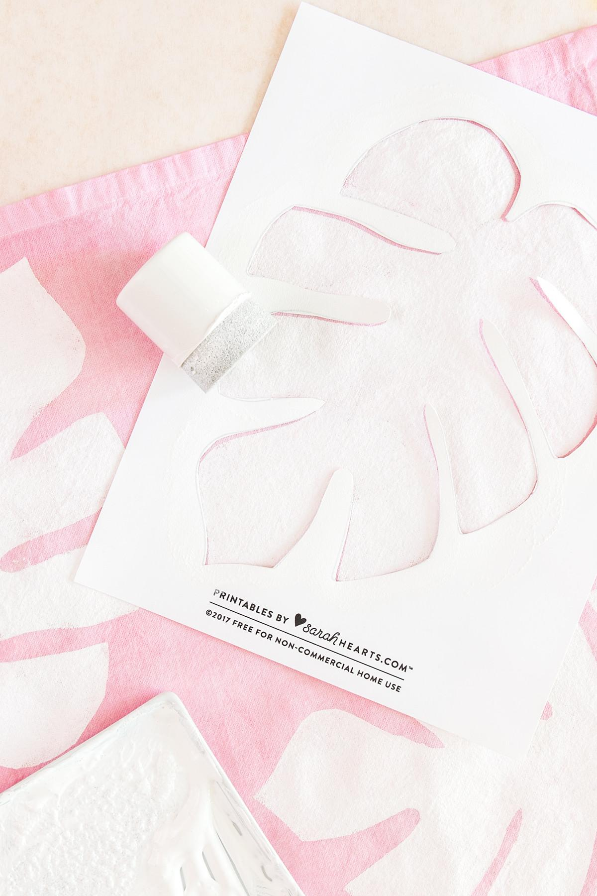 Diy Stenciled Monstera Leaf Napkins Sarah Hearts