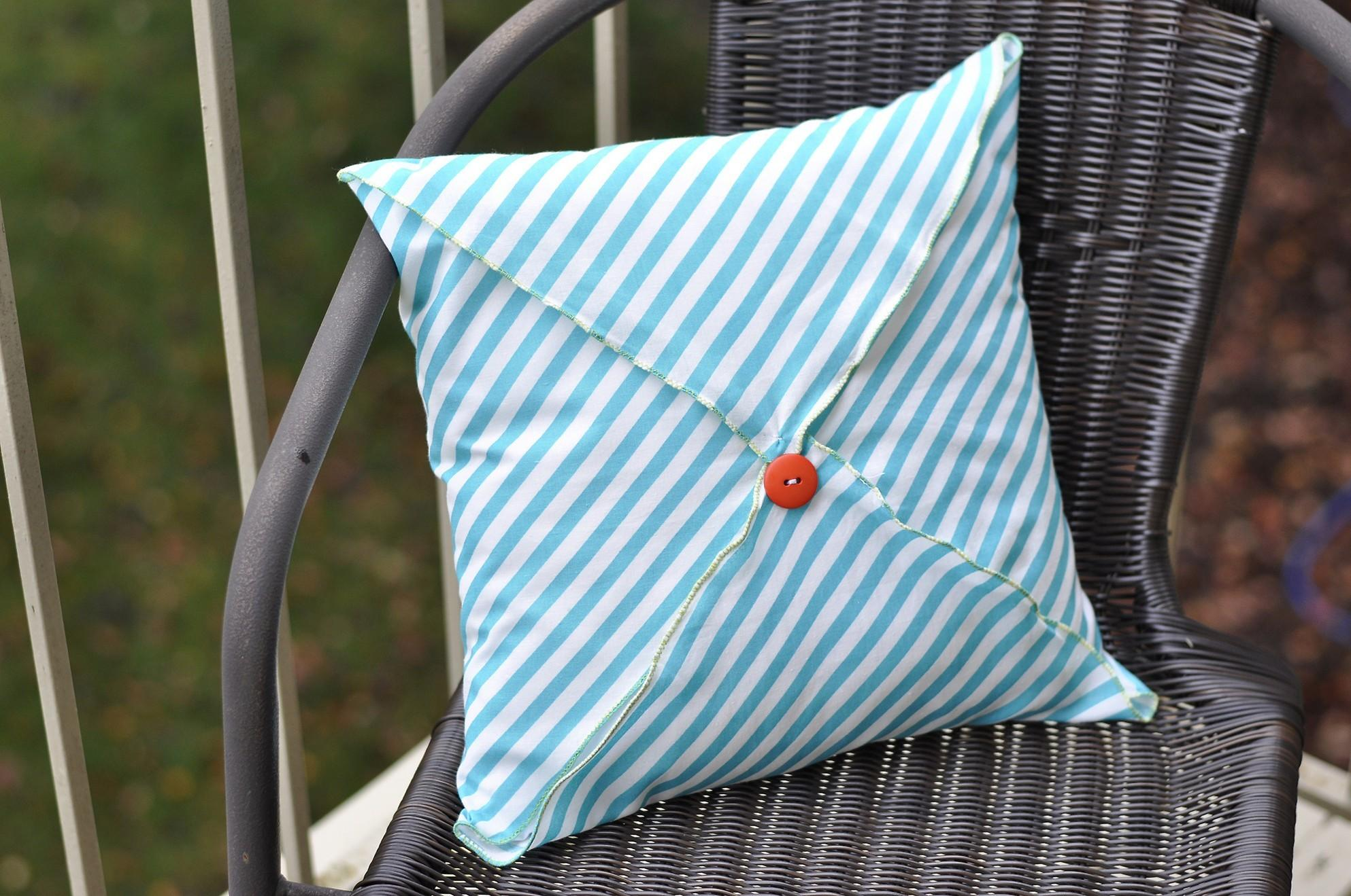 Diy Throw Pillows Buttons Ideas
