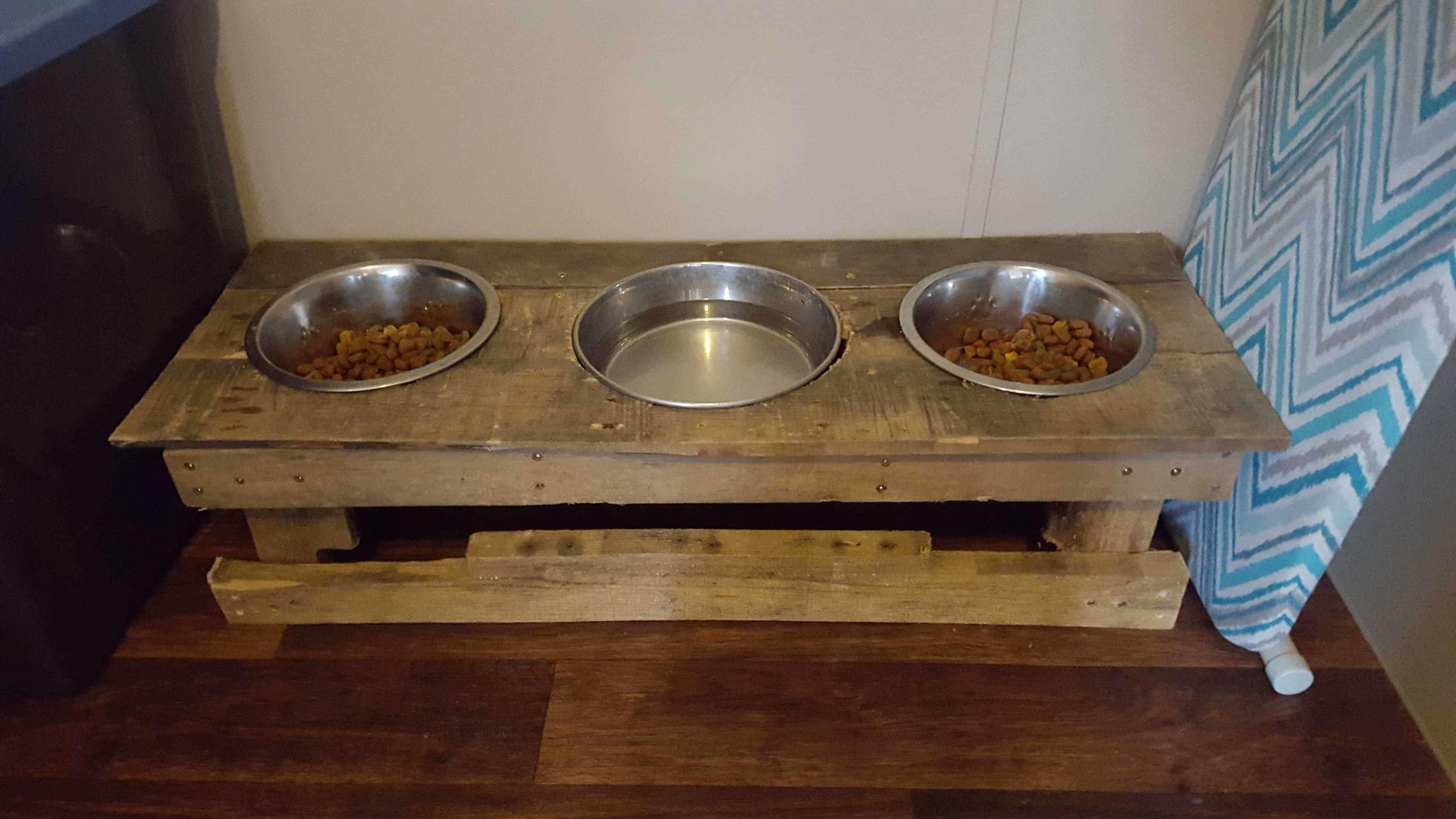 Dog Bowl Holder 1001 Pallets