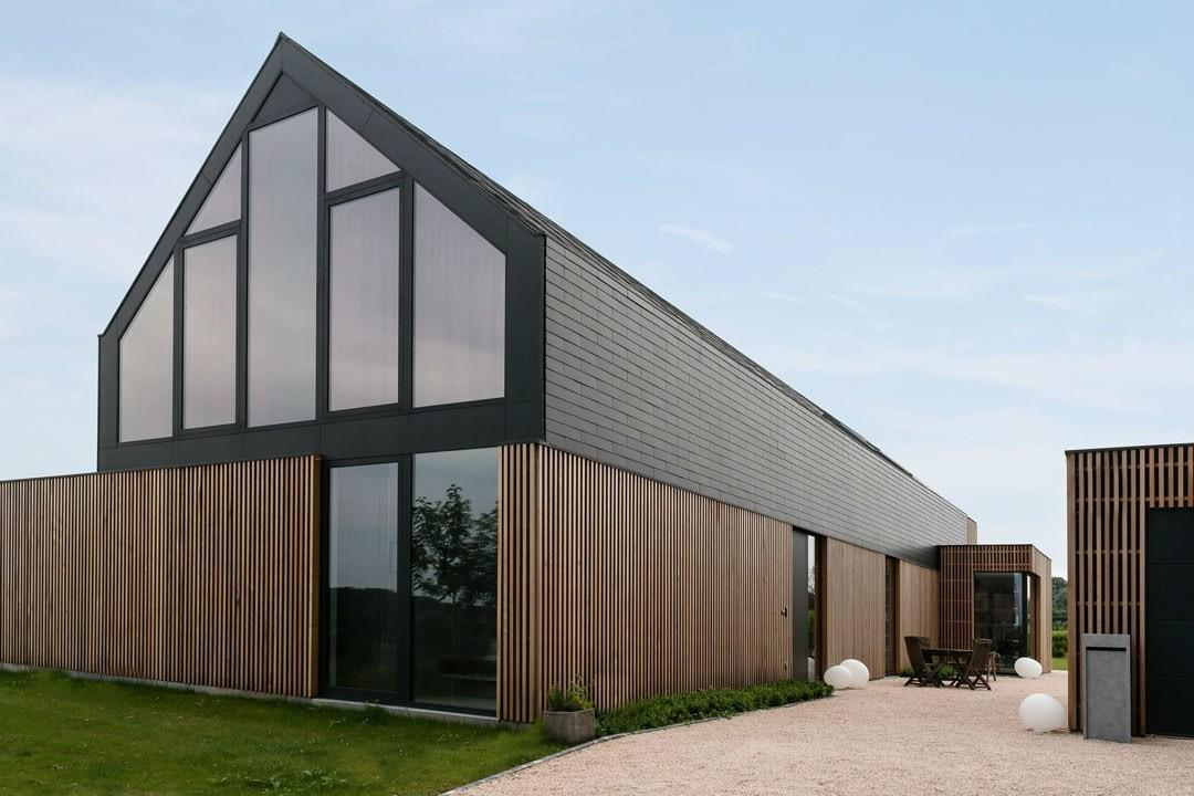 Drastic Renovation Turns Old Barn Into Lovely