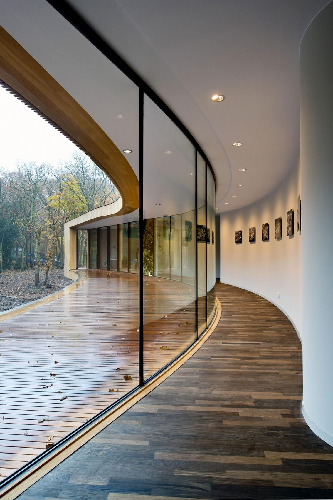 Dutch Curvature Modern House Has Curved Construction
