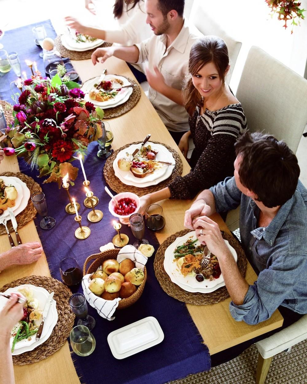 Easy Small Space Thanksgiving Dinner Seating Tips