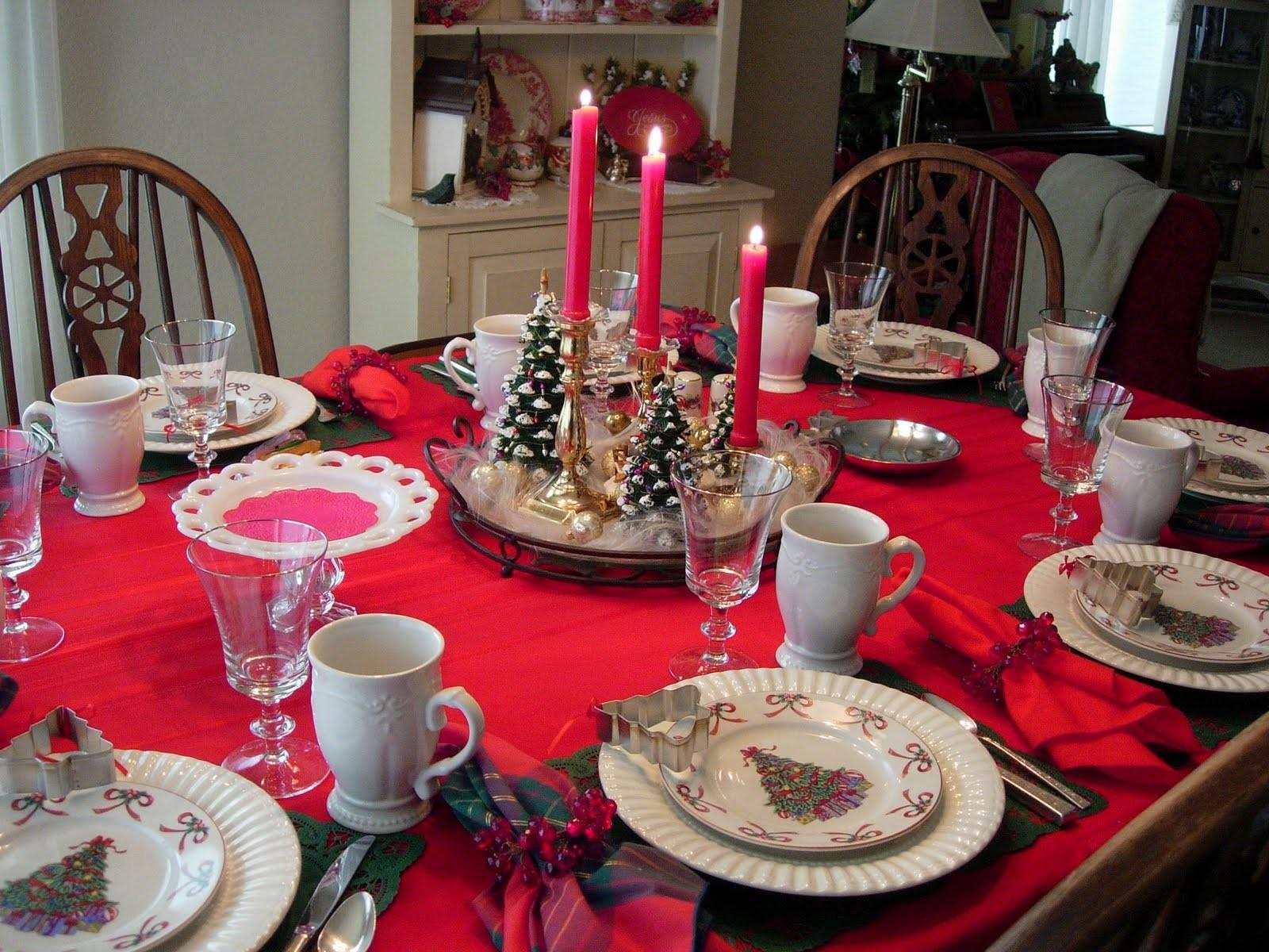 Epic Christmas Dining Room Decoration Using