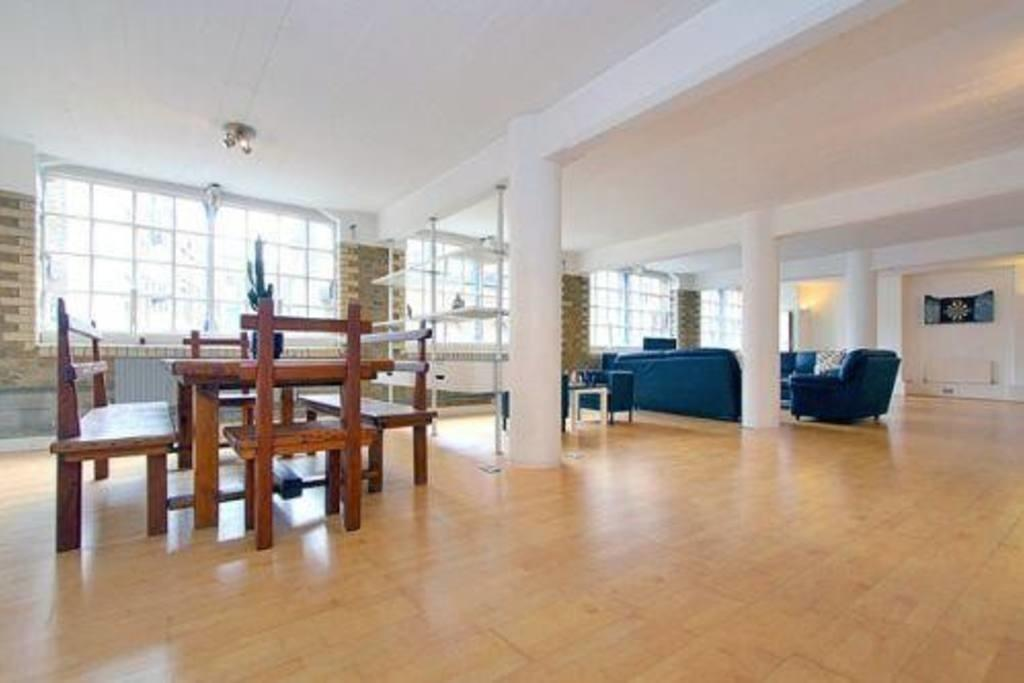 Expansive Converted Warehouse Flat Apartments Rent