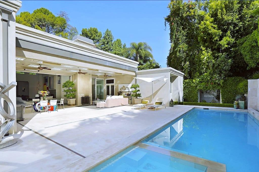 Exquisite Gated Beverly Hills Estate Houses Rent