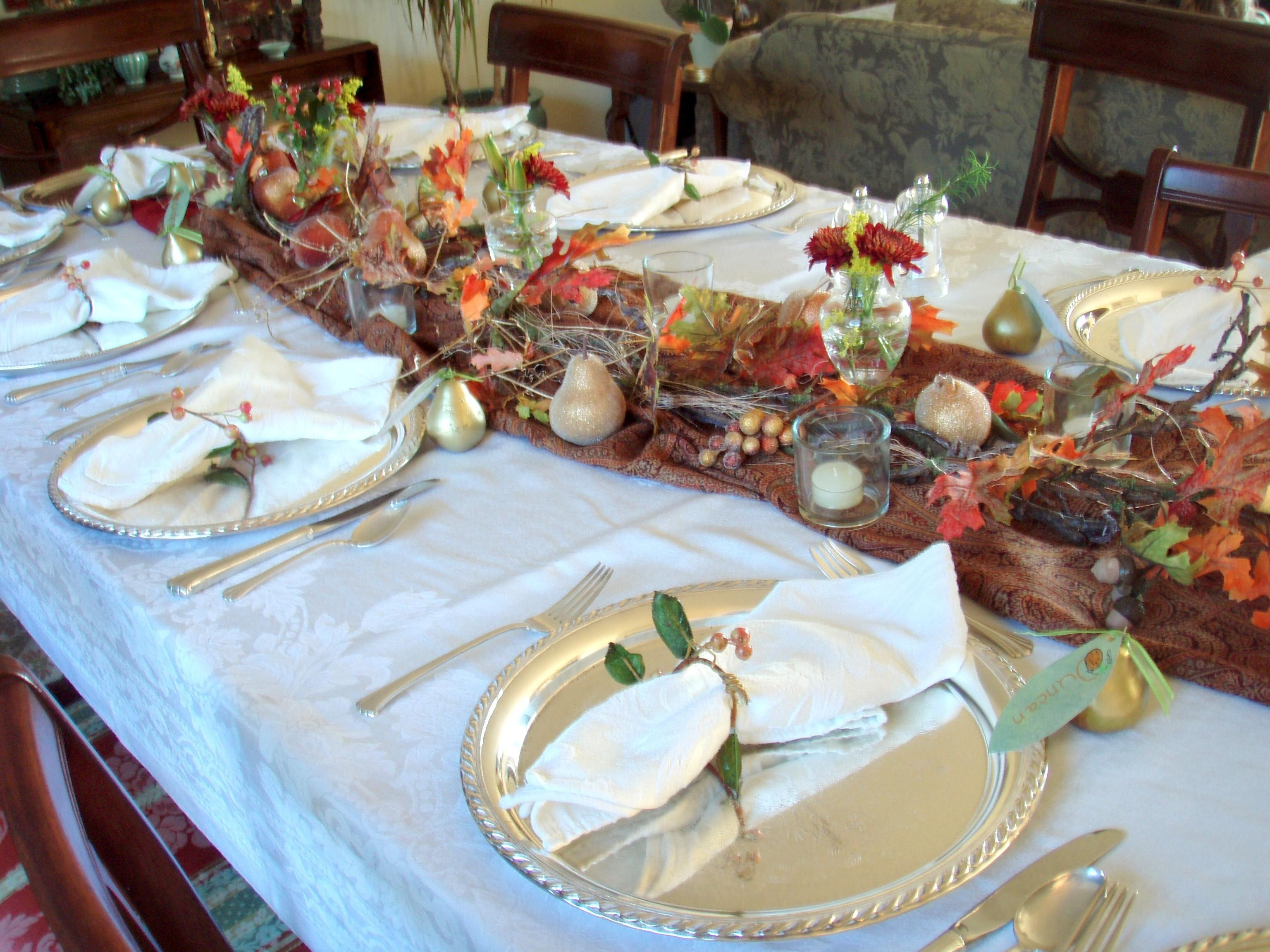 Extensive White Decorating Table Thanksgiving
