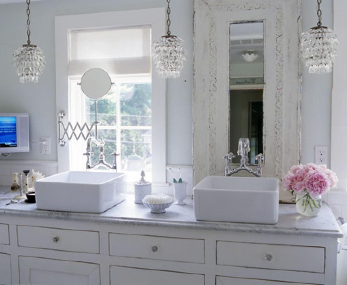 Fascinating Shabby Chic Bathroom Light Fixtures Ideas
