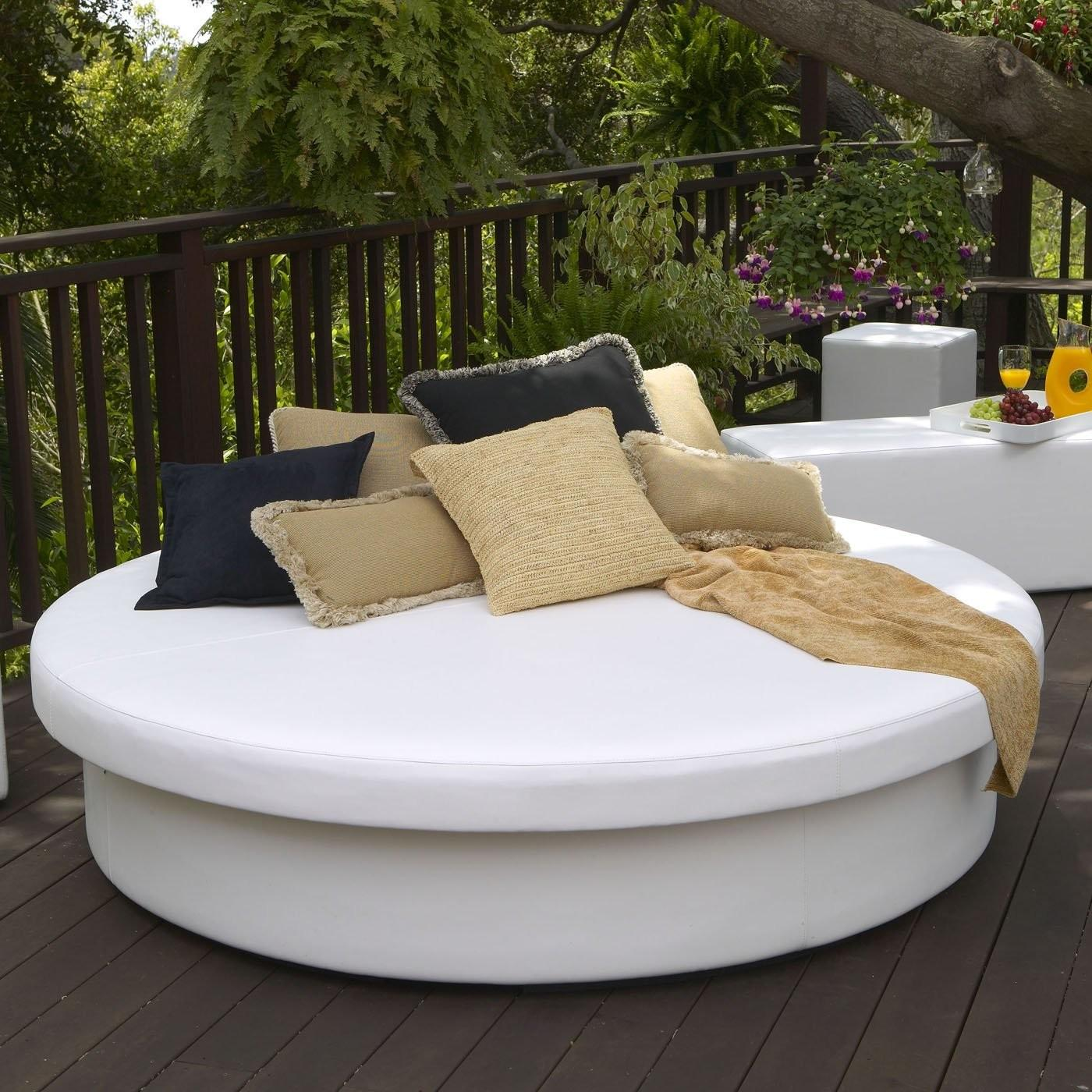 Fete Designs Sun Pad Outdoor Round Resort Daybed
