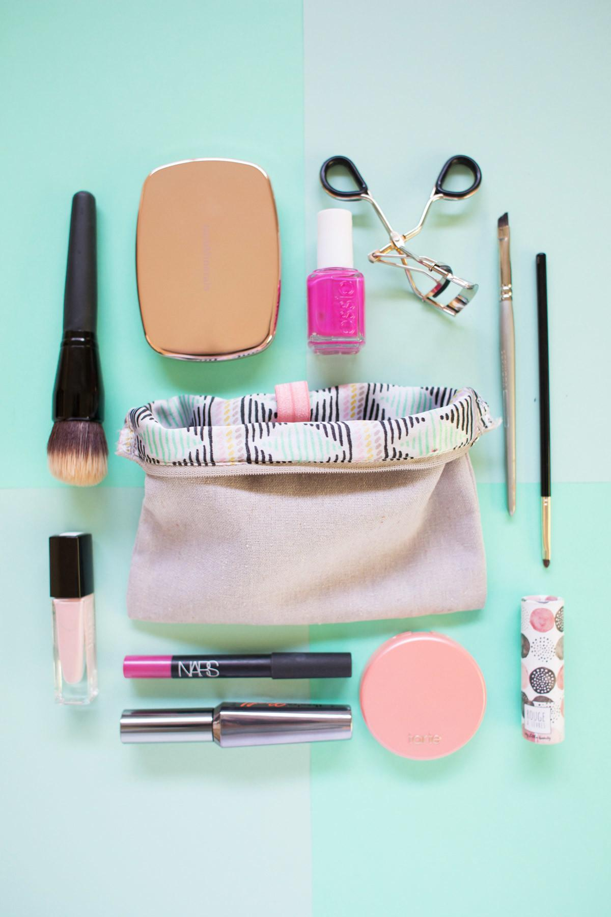 Five Minute Diy Organize Your Makeup Bag Lovely Indeed