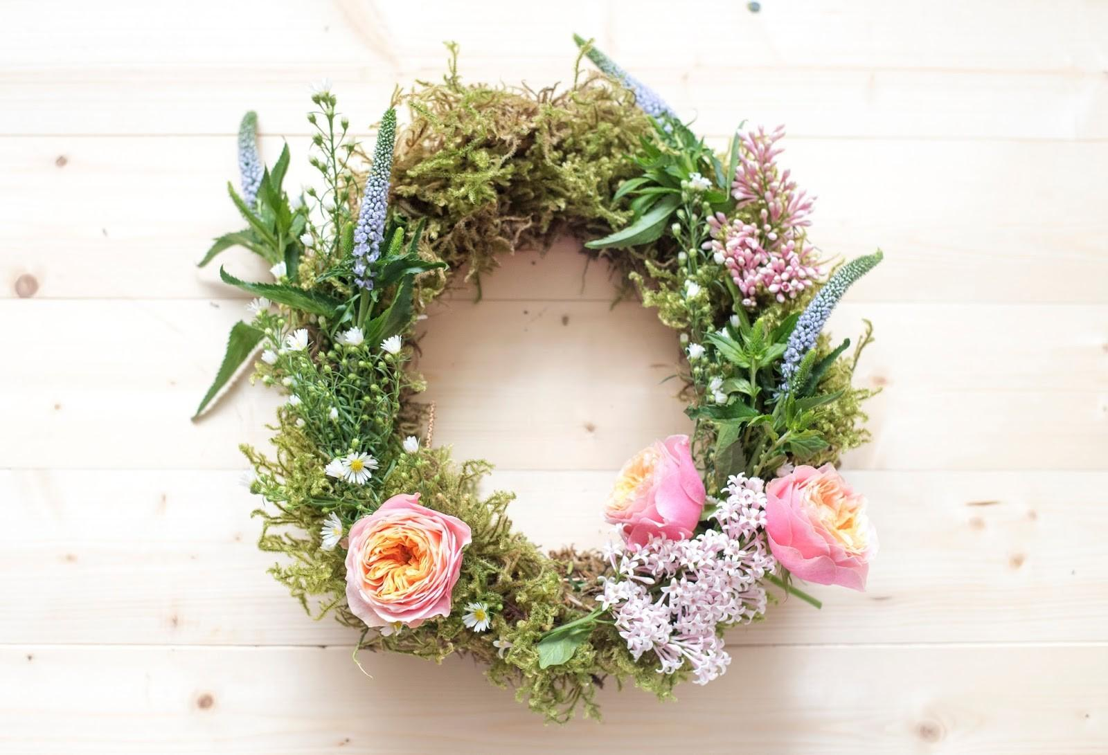 Flower Wreath Ideas Make Your Front Porch Welcoming
