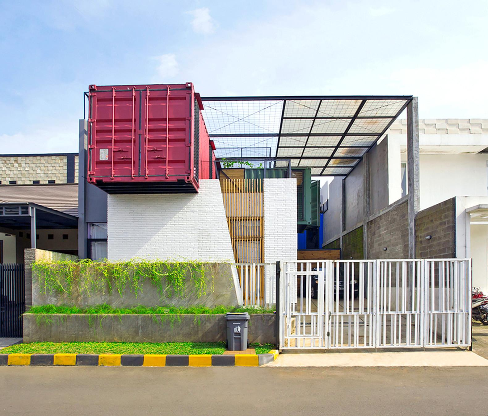 Four Overlapping Shipping Containers Make Charming Multi