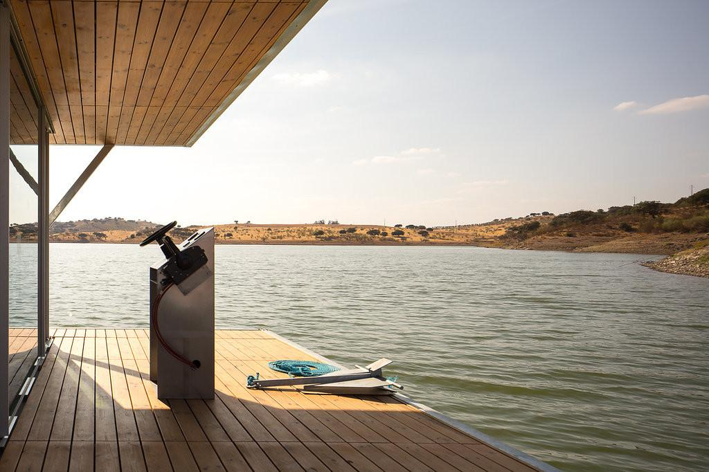 Friday Develops Modular Floating House Weekend Getaways