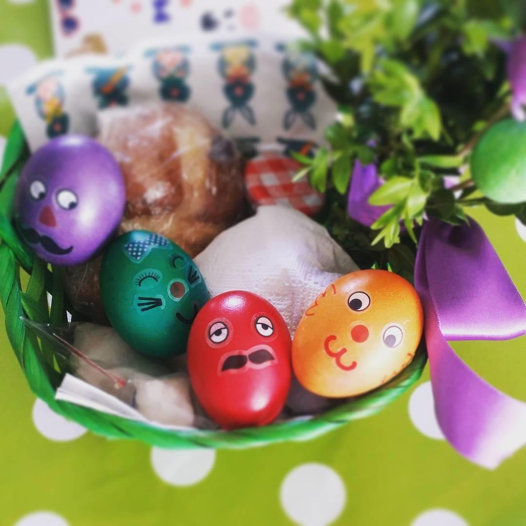Fun Painted Colorful Eggs Diyspins