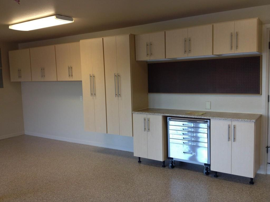 Garage Cabinets Make Your Look Neater