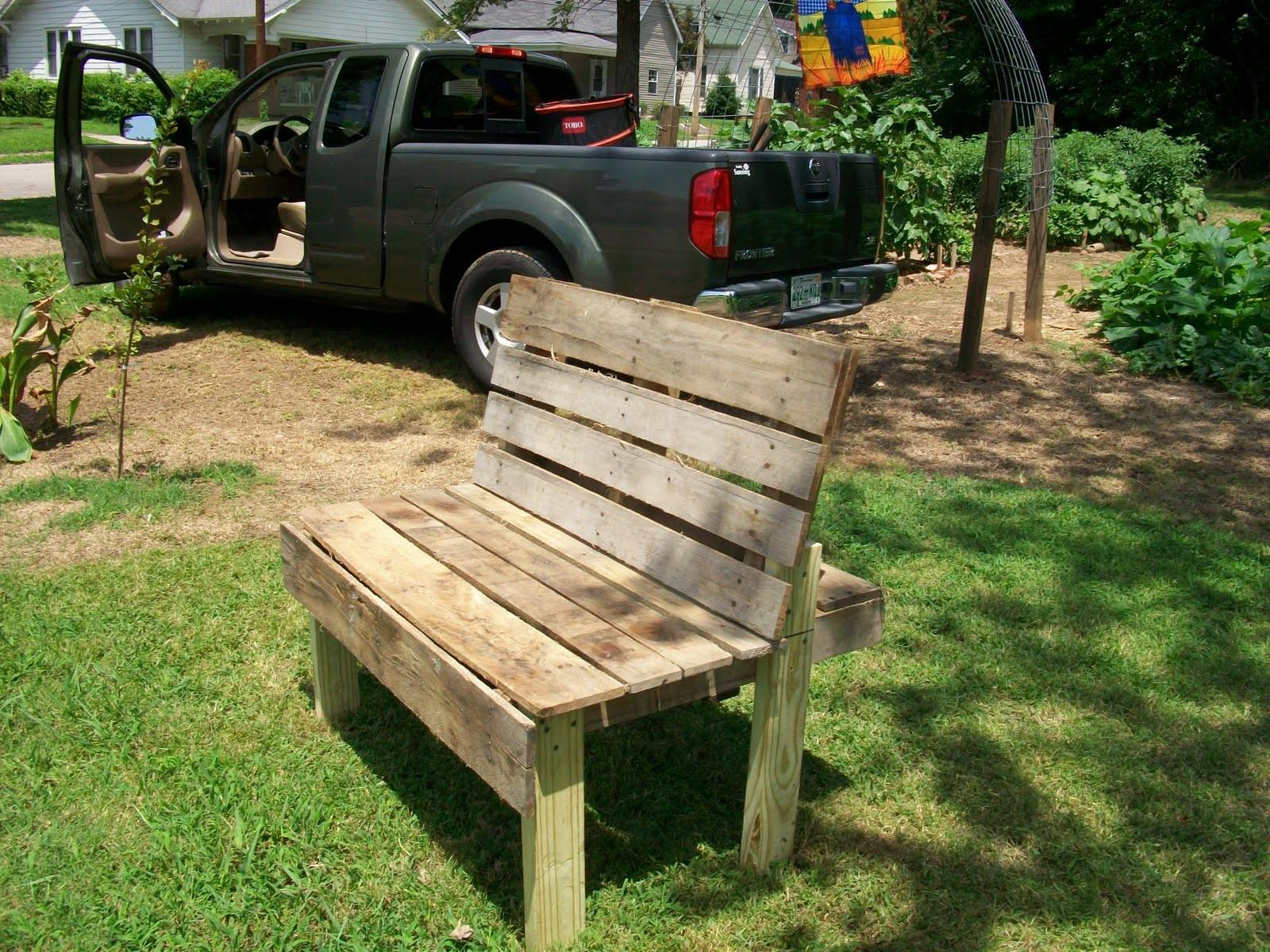 Garden Daddy Recycled Pallet Becomes Bench