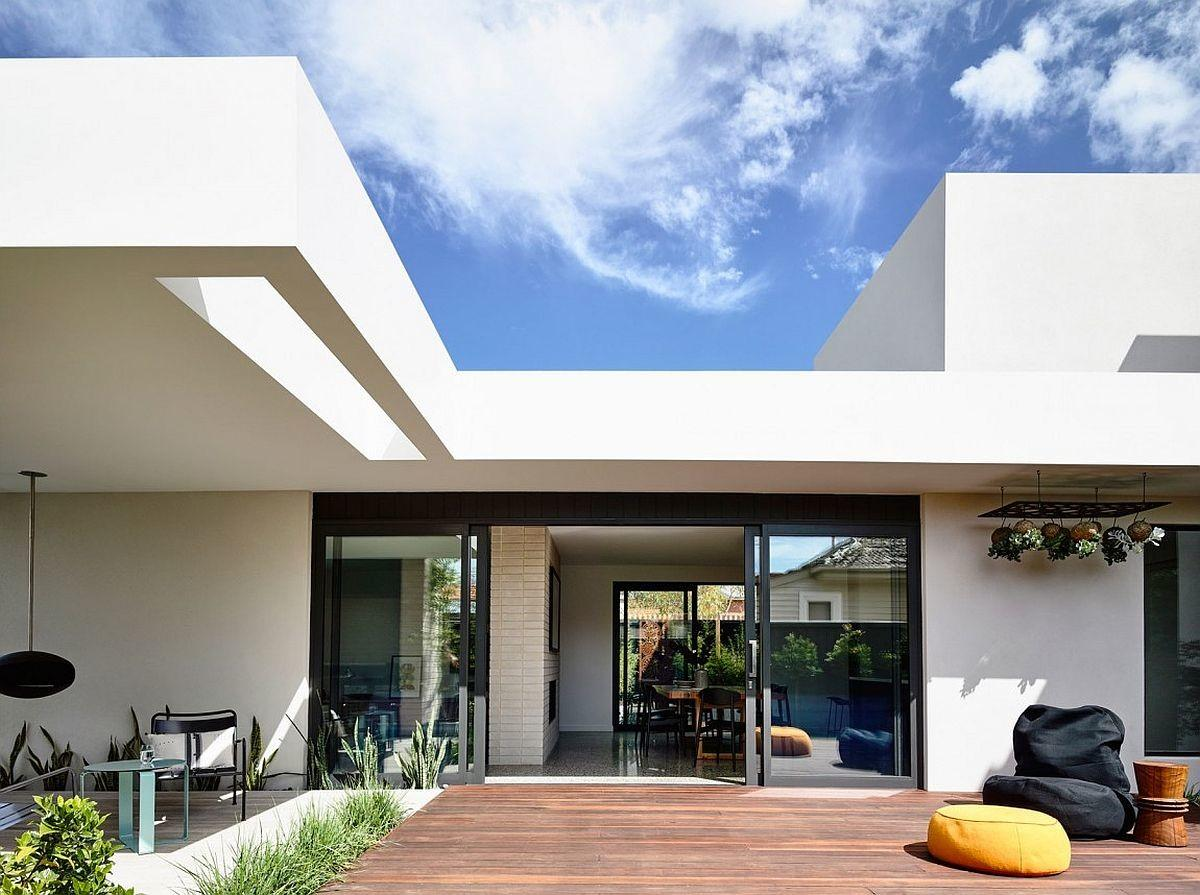 Generous Aussie Home Makes Outdoor Living Its