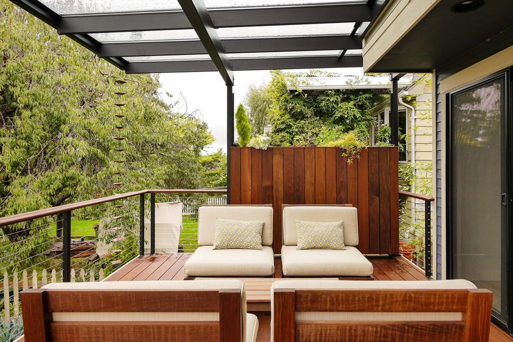 Glass Porch Roof Makes Scenery More Elegant Modern