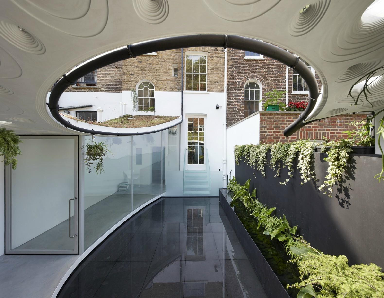 Gorgeous Green Roofed Studio Features Rainwater