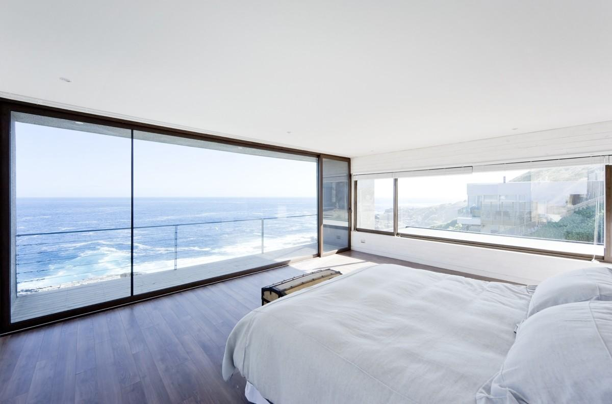 Gorgeous Minimalist Home Overlooking Ocean Chile