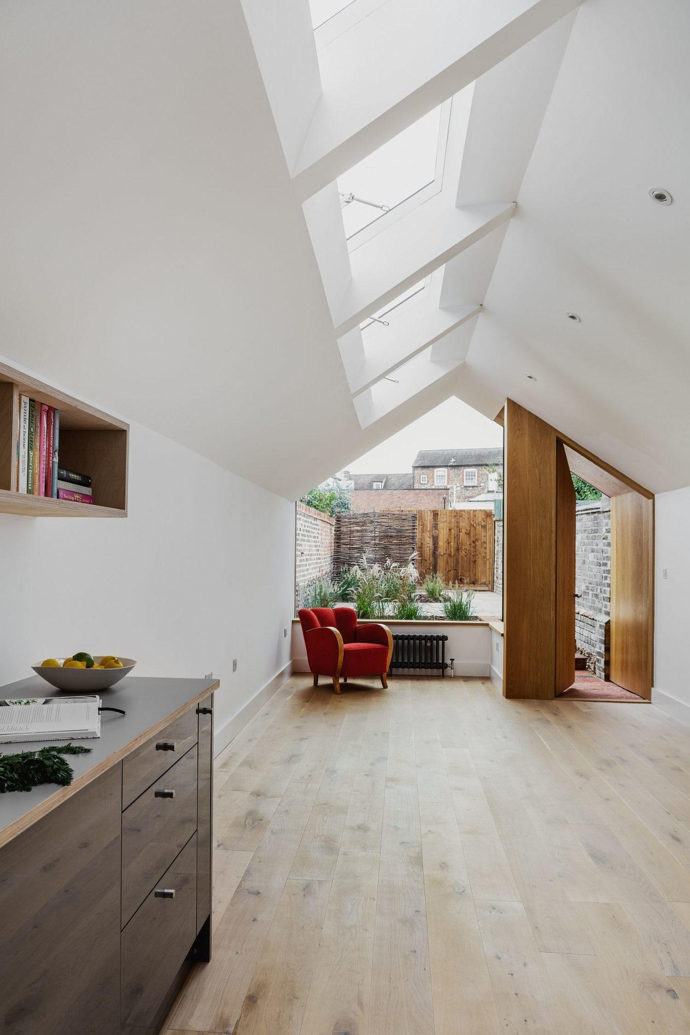 Grade Listed English Cottage Gets