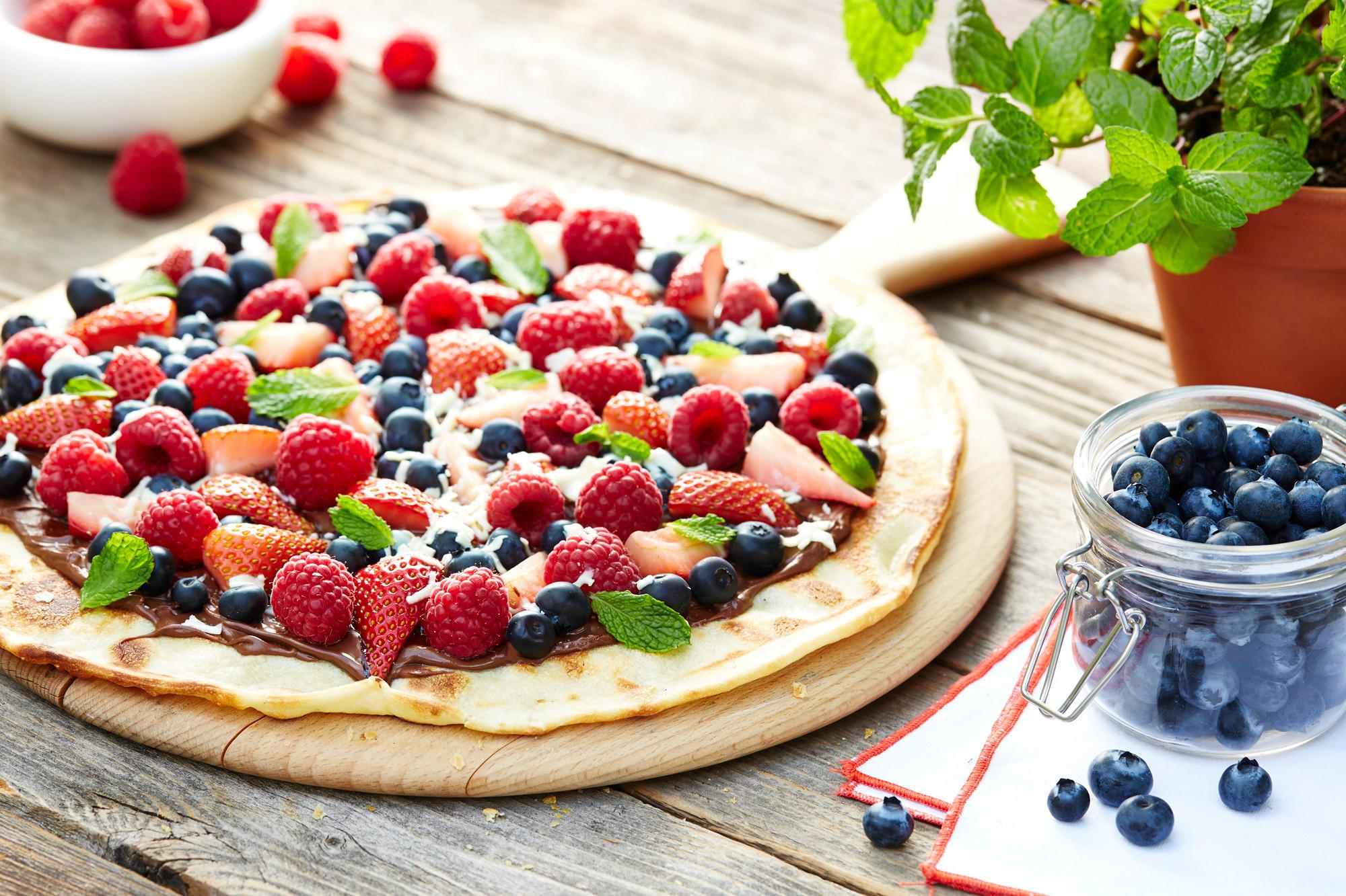 Grilled Nutella Berry Dessert Pizza Wewalka