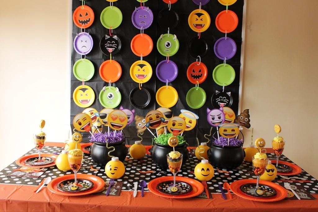 Halloween Emoji Photowall Diy Party Ideas Activities