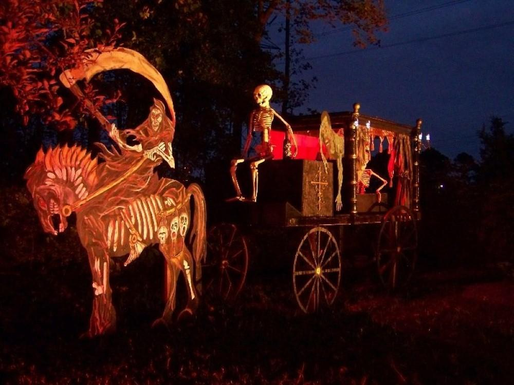 Halloween House Decorations Put Your Efforts
