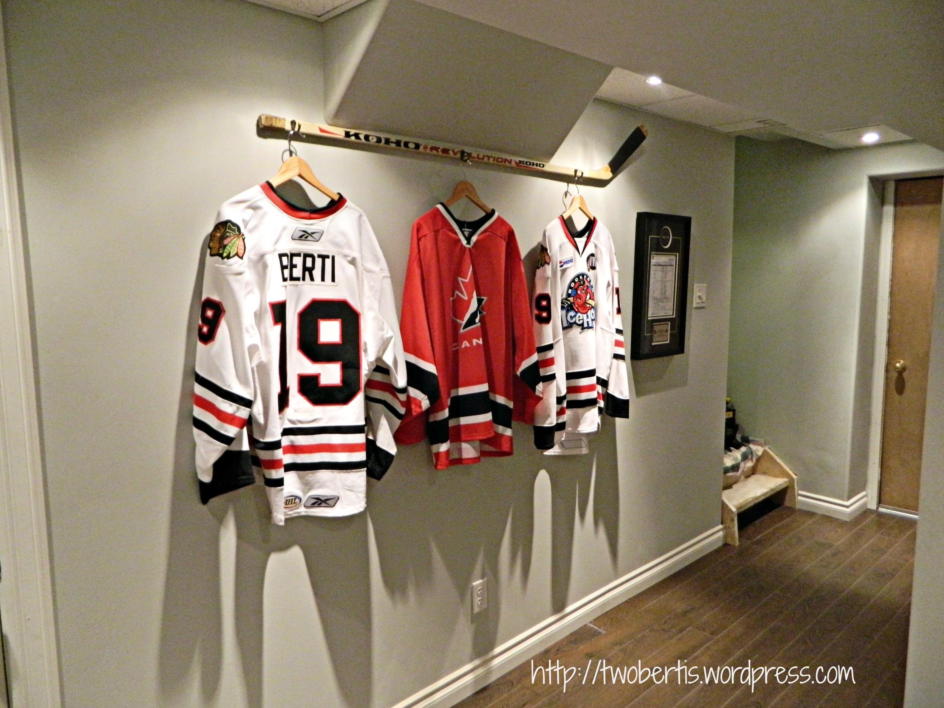 Hanging Hockey Stick Jerseys Twobertis