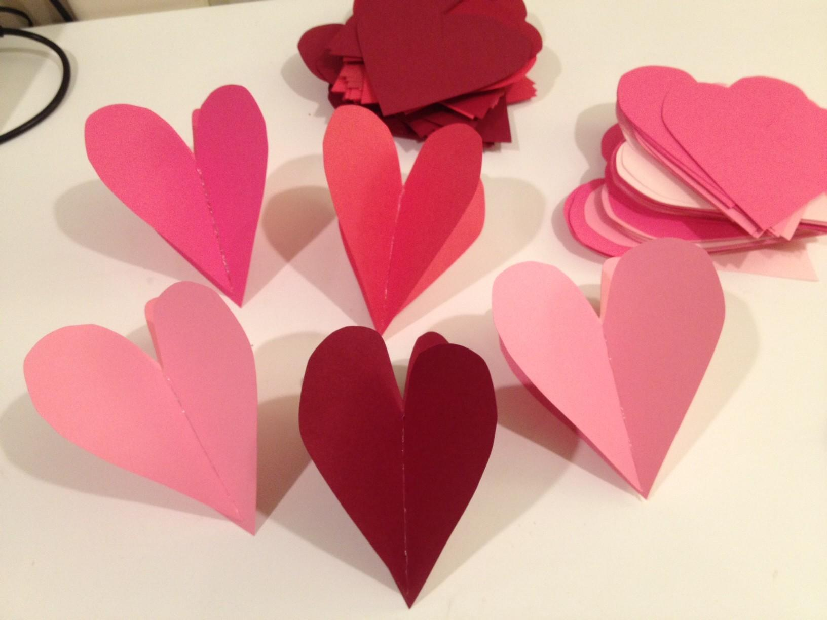 Heart Paper Garlands Easy Diy Valentine Decorations
