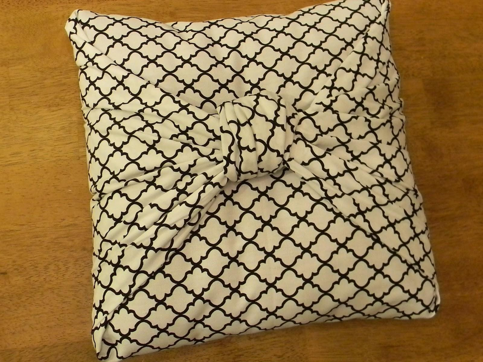 Here Another Cute Bow Pillow Tutorial Organize