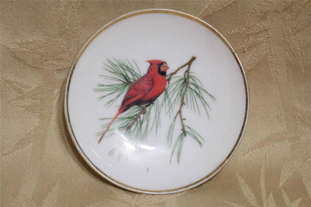 Home Decor Gold Trimmed Porcelain Wall Plate Red Cardinal