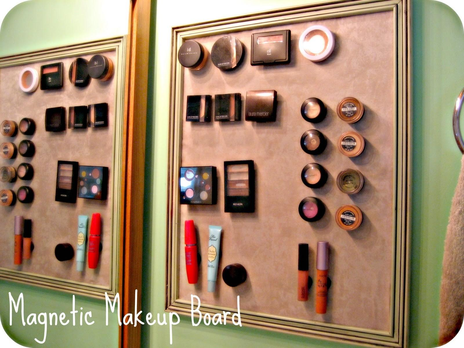 House Tawk Magnetic Makeup Board