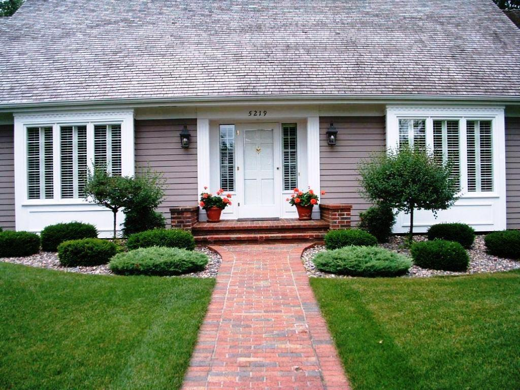 Ideas Landscaping Front House Walkway