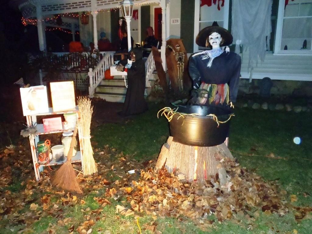 Inspirational Cool Halloween Yard Decorations