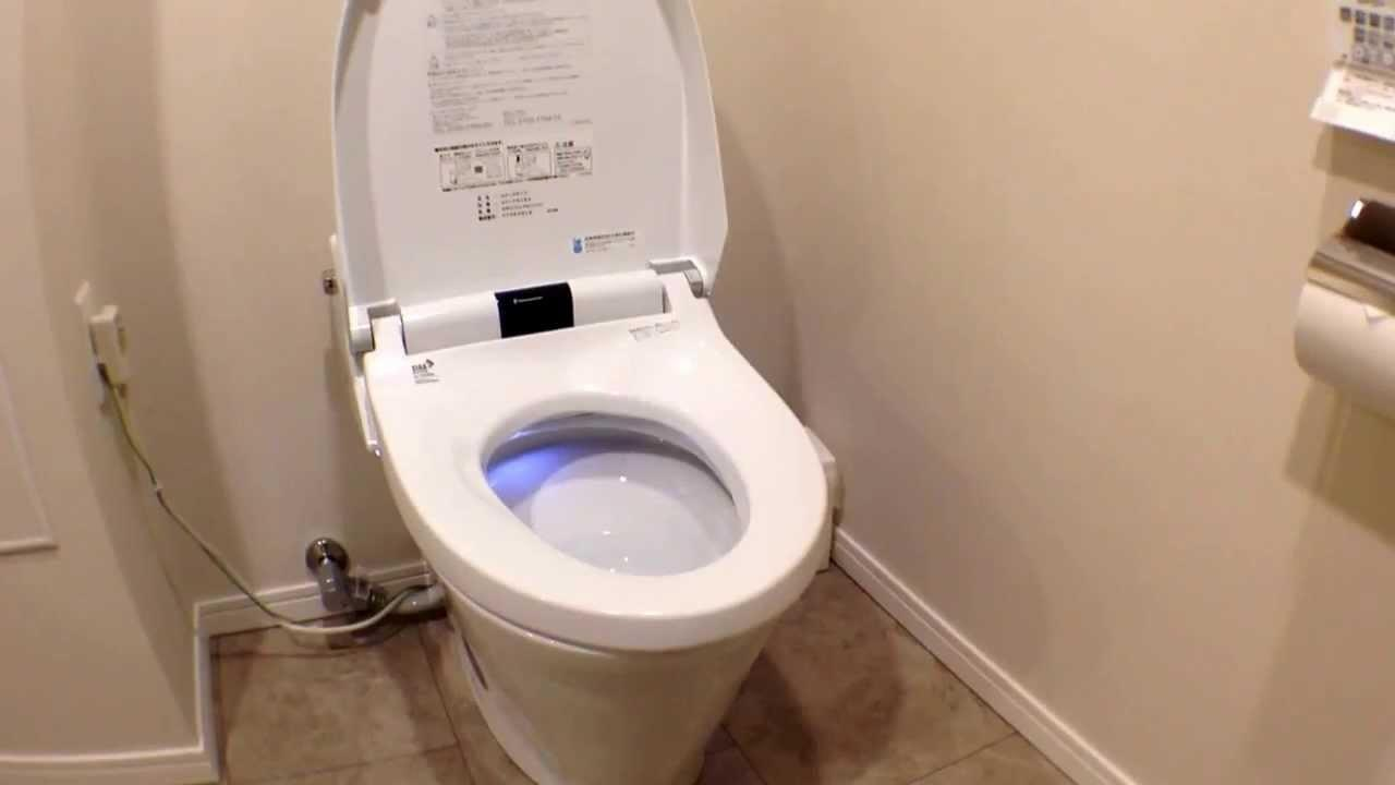 Japan High Tech Toilet Plays Music
